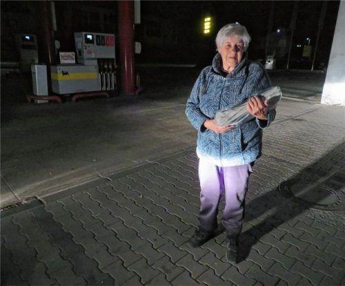 Marie-Therese Buchholz  startet jeden Morgen um 1.30 Uhr ihre Tour zu den Leserinnen und Lesern der Heimatzeitung. Foto  Jensch