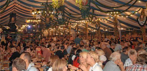Ob beim Mühldorfer Volksfest noch gefeiert werden kann, ist noch völlig offen. Foto  Stuffer