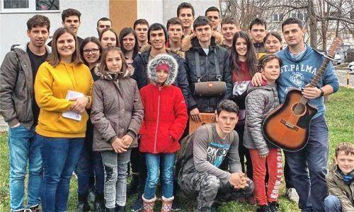 Team und Kinder des Heims Casa Ray in Rumänien. Die Rumänienhilfe Chiemgau befürchtet, aufgrund der Corona-rise weniger Spenden zusammenzubekommen. Unter anderem werden diese für das Heim Casa Ray benötigt.Fotos Alt