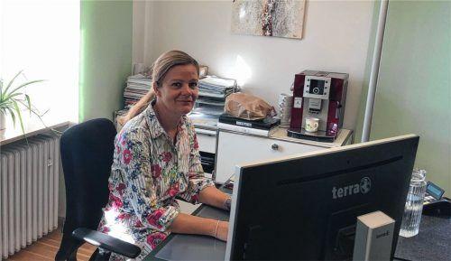Daniela Ludwig sitzt momentan am Bürgermeister-Schreibtisch in Grassau. Foto Geyer