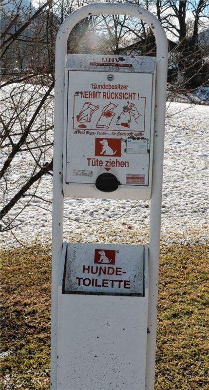 """28 Hundetoiletten gibt es im Gemeindegebiet Aschau, deren """"Versorgung"""" nicht von der Hundesteuer direkt finanziert wird. Foto Rehberg"""