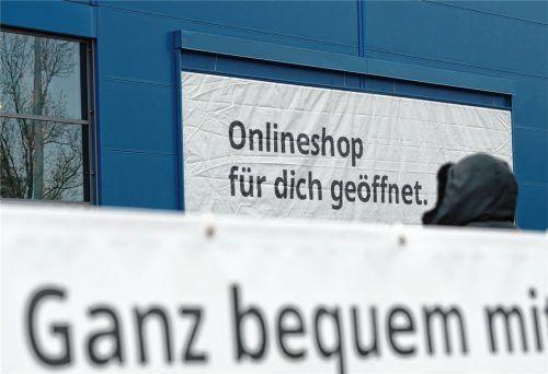 """Ab Montag ermöglicht auch Bayern das Prinzip """"Click & Collect"""": Kunden können bei stationären Händlern bestellen und ihre Ware dann vor Ort abholen. Aus Sicht vieler Händler in Rosenheim bietet der Freistaat diese Möglichkeit jedoch schlichtweg zu spät an. Foto dpa"""