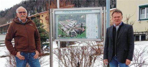 Acht Jahre war Bernd Barthel (rechts) Zentrumsleiter der Franz von Sales Heimvolksschule Schloss Niedernfels. Der bisherige Heimleiter Christoph Cramme wird sein Nachfolger. Foto Giesen