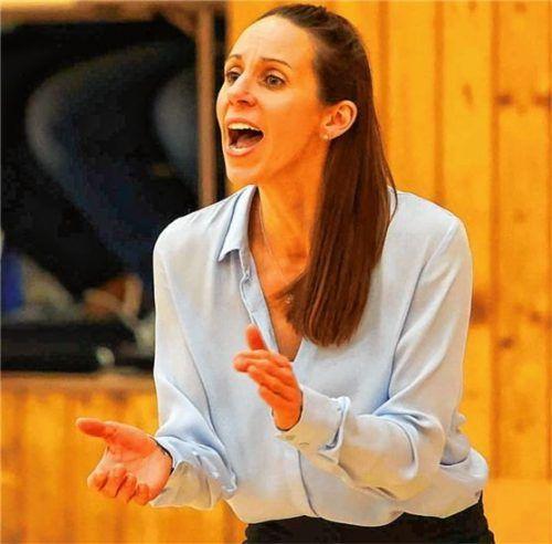 Applaus von Wasserburgs Trainerin Sidney Parsons. Ihr Team gewann das bayerische Duell deutlich.Foto Butzhammer