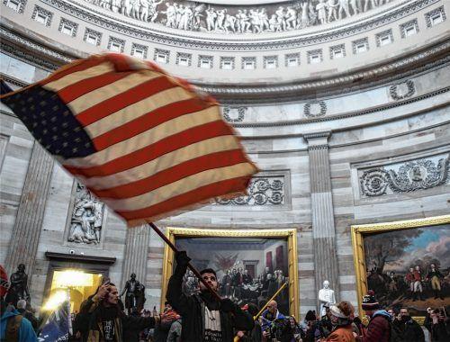 Bilder, die für Entsetzen sorgen: Anhänger des abgewählten US-Präsidenten Donald Trump sind am Mittwoch ins Kapitol eingedrungen. Fotos dpa/Schroeder/Schlecker