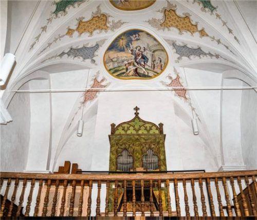 Die neugestaltete Orgelempore ist der Blickfang im hinteren Teil des Gotteshauses.Fotos  honervogt