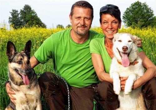"""Christian und Julia Hutner von der Tierpension """"Lucky Dogs & Co."""" in Taufkirchen müssen coronabedingt auf viele Gäste verzichten. Foto  re"""