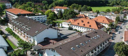 Der Medical Park Kronprinz mitten in Prien an der Alten Rathausstraße hatte seine Ursprünge als Kurklinik in den 1970er-Jahren. Der Markt Prien ist bis heute mit einem Anteil von über 40 Prozent an dem Gebäudekomplex beteiligt.Foto Archiv Berger