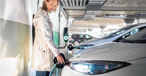 Die Ladestationen in der hauseigenen Tiefgarage werden für die Versorgung von E-Autos immer wichtiger. Doch für den Einbau gibt es einige Hürden.Foto  lightpoet/panthermedia