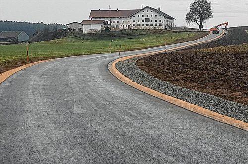 Die neue Straße aus Richtung Harpfing über Maurach nach Obing. Die Verkehrsfreigabe erfolgte zum Jahreswechsel. Foto Unterforsthuber