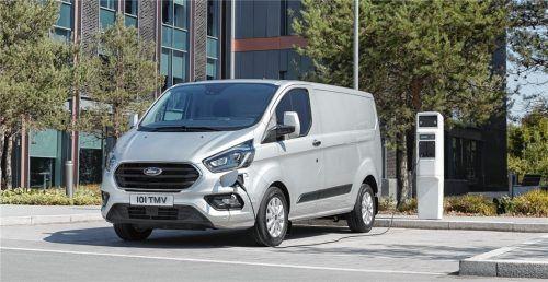 Ford hat die Geofencing-Funktion, mit der in Umweltzonen automatisch auf Elektrobetrieb umgestellt wird, im Transit Custom PHEV serienmäßig installiert. Foto Auto-Medienportal.Net/Ford