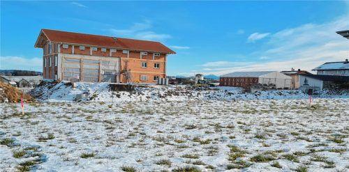 Hier möchte die Firma Zosseder ein Betriebsgebäude, Lagerhallen und eine Abwasserbehandlungsanlage verwirklichen. Im Gemeinderat Griesstätt sind nicht alle begeistert. Foto Rieger