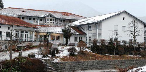 Im Altenheim St. Peter in Kiefersfelden gab es 44 Bewohner, die positiv auf das Coronavirus getestet wurden. Elf davon sind bereits verstorben. Foto Hoffmann