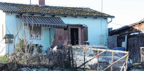 In diesem Haus in Rattenkirchen starben an Silvester zwei Menschen. Die Polizei geht davon aus, dass sie einer Kohlenmonoxid- oder Kohlendioxidvergiftung erlagen.Fotos  fib/Eß