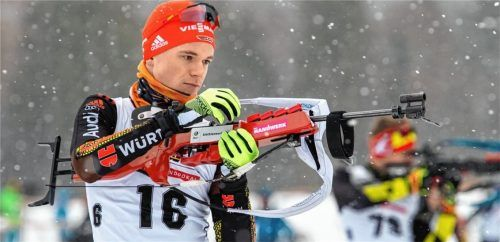 Konzentriert am Schießstand: Nach einer bislang erfreulichen Saisonvorbereitung will Lucas Lechner – hier beim Deutschlandpokal 2020 in Ruhpolding – auch in diesem Winter überzeugende Leistungen bieten.Foto Wukits