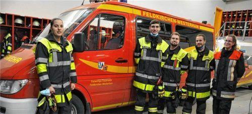 Sie waren beim Hilfseinsatz in Kroatien mit dabei: Herlinde Weis, Werner Bader, Alexander Heimerl, Andreas Heimerl und Azra Halsinger (Dolmetscherin, von links) von der Feuerwehr Feldkirchen-Westerham.Foto  Merk