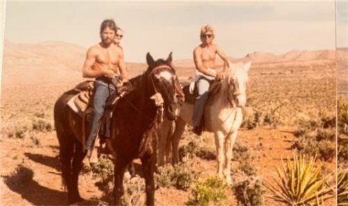 Siegfried Fischbacher privat: beim gemeinsamen Ausritt mit Neffe Marinus (links) vor den Toren von Las Vegas.
