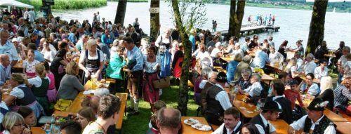 Trachtenfest in Rimsting vor zwei Jahren: Die Mitglieder hoffen, dass es bald wieder so gesellig zugeht. Foto Archiv Thümmler