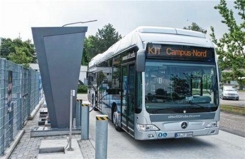 Wasserstoff-Tankstelle am KIT mit Mercedes-Benz Citaro Fuel-Cell-Hybrid. Foto Auto-Medienportal.Net/Daimler