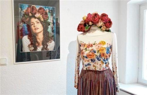 Aus Altem hat die Modedesignerin Katrin Reheis neue Kreationen geschaffen. Foto Riedl