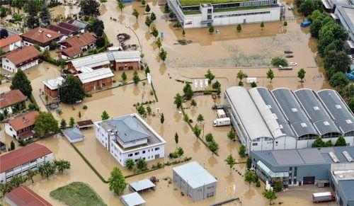 Bei den Bildern aus dem Westen Deutschlands werden unter anderem in Kolbermoor schreckliche Erinnerungen wach. Dort wurden 2013 weite Teile der Stadt überflutet, wie dieses Archivbild zeigt. Foto dpa