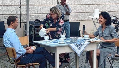 Bei der Veranstaltung: (von links) Oberbürgermeister Andreas März, Brigitte Schmitz von der GRWS und Architektin Christine Degenhart. Foto Heise