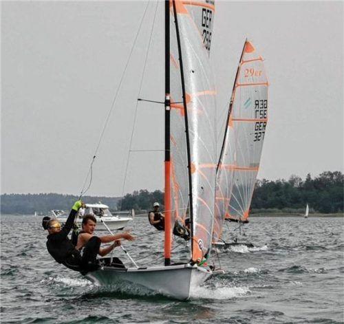 Bei gutem Wind auf dem Chiemsee nahmen die Segler der 29er-Klasse Tempo auf. Foto BSCF
