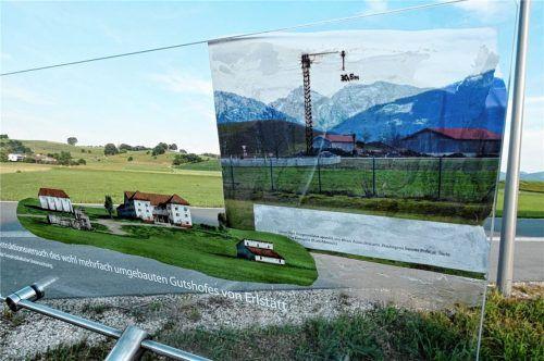 """Beschädigt wurde das in Erlstätt erst unlängst errichtete sogenannte """"Fenster in die Vergangenheit"""". Die Gemeinde hat bei der Polizei Anzeige erstattet. Zudem ist auch ein Strafantrag gestellt worden. Foto Müller"""