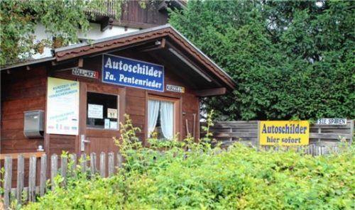 Bis 23. Juli können hier an der Krankenhausstraße noch Schilder bestellt werden. Ab 26. Juli eröffnet Familie Steffl einen Schilderladen in der Bahnhofstraße 10.