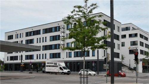 """Das Hotel """"B&B"""" am Bahnhof ist für die Rosenheimer Dehoga-Kreisvorsitzende Theresa Albrecht kein gutes Beispiel für eine gesunde Entwicklung der Übernachtungsmöglichkeiten in Rosenheim. Foto Schlecker"""