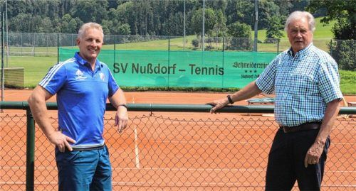 Das Vereinsleben blüht wieder auf. Darüber freuen sich Stefan Niederthanner, Zweiter Vorsitzender des Sportvereins (links), und Vorsitzender Siegfried Zacher. Foto Hadersbeck