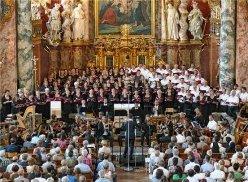 Der euregio oratorienchor bei einem Auftritt noch vor den coronabedingten Einschränkungen.Foto  Heuwieser
