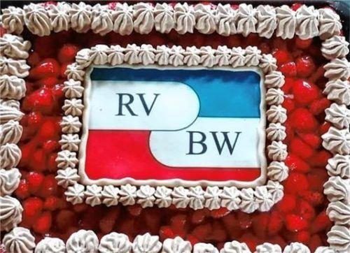 Der Geburtstag des Rudervereins wurde gebührend mit einem Kuchen gefeiert.