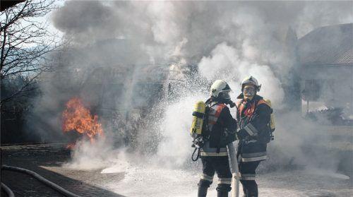 Die Bereitstellung der Kräfte für die Feuerwehr (hier eine Übung) ist eine Pflichtaufgabe in jeder Gemeinde. Unser Bild entstand bei einem Brand im Ortsteil Mitterreith im vergangenen Jahr.Foto Rehberg