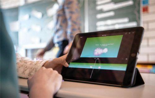 Die Digitalisierung in Schulen soll vorangetrieben werden. Die Gemeinschaftsversammlung von Oberbergkirchen will in die Infrastruktur investieren und in diesem Zuge auch Tablets kaufen.Foto Marijan Murat/dpa
