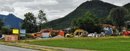 Die Erschließung des neuen Baugebiets Rottau West ist in vollem Gange. Im gemeindlichen Haushalt wurden die Erschließungskosten deshalb noch nicht abgerechnet. Foto Eder