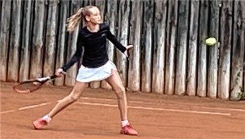Die erst zwölfjährige Lena Olliges gab gegen den SV Seeon ihren Einstand bei den Mühldorfer Damen.Foto Privat