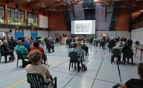 """Die erste """"Bürgerwerkstatt"""" in der Mehrzweckhalle fand einen regen Anklang bei den Bad Endorfern.Foto Leitner"""