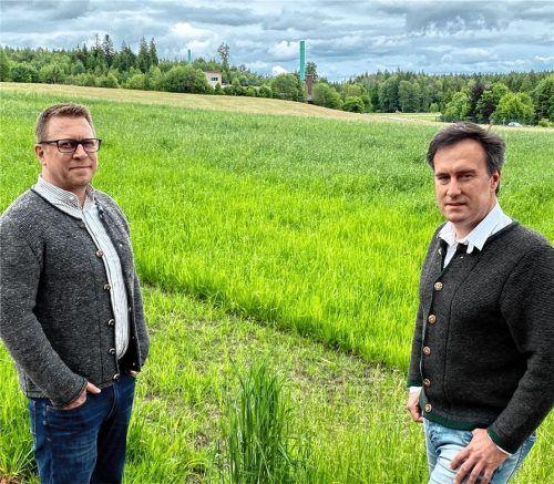 Die geplante Verarbeitung von chemischen Stoffen in Hornau macht Hannes Dörnberger (links) und Bernhard Kratzer, beide Sprecher der IG Ginsham-Hornau, Sorgen. Foto Neuwirth