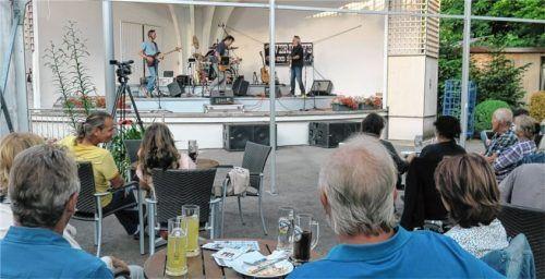 """Die Rock-Band """"Flo's Overdrive"""" – (von links) Uwe Lein, Florian Lentz, Toni Höfer und Oliver Berger – begeisterte das Publikum bei """"Kultur im Park"""". Foto Baumann"""