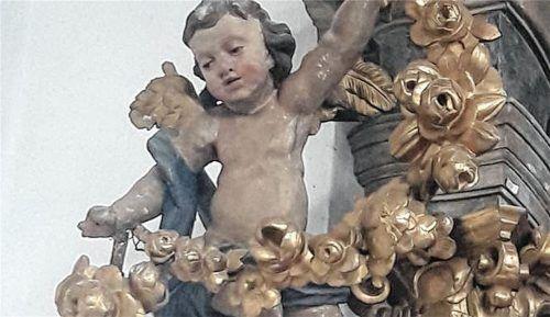 Die Rokoko-Ausstattung der Ramerberger Kirche ist dringend sanierungsbedürftig.Foto Klemmer