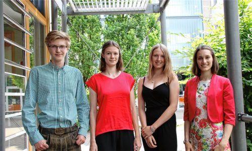 Die Traumnote von 1,0 im Abitur erreichten (von links) Fabian Edmeier, Miriam Kauer, Finia Bayer und Aylin Huber. Foto re