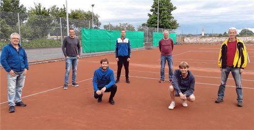 Die Vereinsvertreter Tennis freuen sich auf das Haager Grafschaftsturnier (von links): Robert Seidl (Isen), Martin Hohenadl (Haag), Martin Ziel (Albaching), Martin März (Oberndorf), Wolfgang Zosseder (Soyen), Thomas Alsters (St. Wolfgang) und Peter Selmeier (Maitenbeth). Foto Weingartner