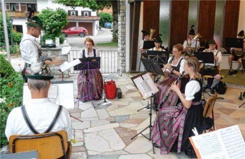 Ein reichhaltiges Programm bot die Musikkapelle Reit im Winkl bei ihrem Kurkonzert im Musikpavillon.Foto Hauser