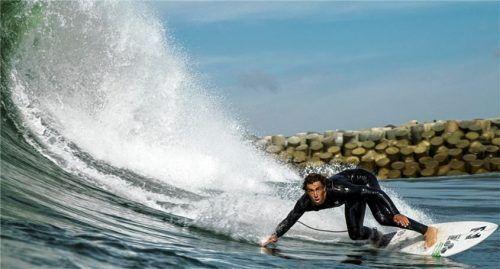 Einer der Stars im Film: Eithan Osbourne unterwegs auf der perfekten Welle. Foto Andrew Schoerner