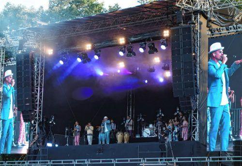 Endlich wieder auf der Bühne: Jan Delay und seine Band zogen in Rosenheim eine unterhaltsame Show ab. Foto Friedrich