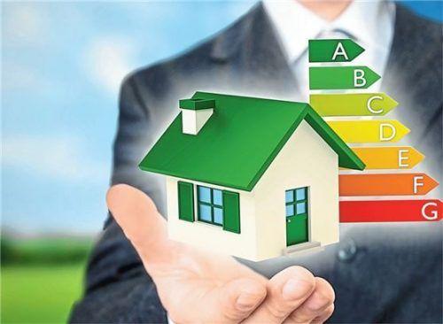 Energieeffiziente Neubauten sind teuer – ein befristetes Bauklimageld soll private Bauherren hier unterstützen. Foto beawolf/panthermedia
