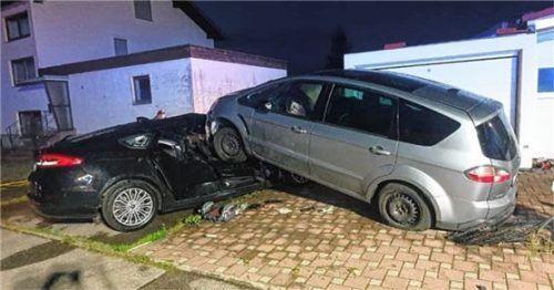 Erst auf dem geparkten Auto kam das Fahrzeug des betrunkenen Brückmühlers zum Stehen. Foto Barth