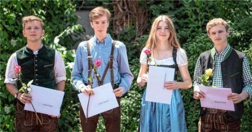 Erzielten einen Traumschnitt bei den Abiturprüfungen: (von links) Jonas Gerg, Julian Daurer, Carina Ostermann und Michael Hoyer.Foto Karolinen-Gymnasium