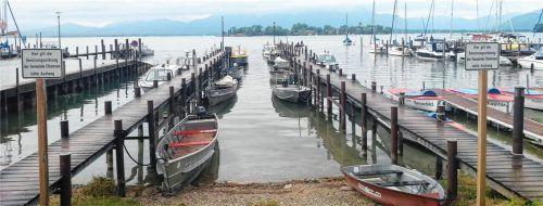Für diese beiden Stege und den Uferdamm (links) soll die Nutzung neu geregelt werden. Foto Wastl